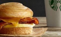 Starbucks retira sándwiches por posible contaminación de Listeria